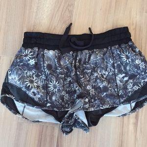 Lululemon Hottie Hot Shorts, Size: 6